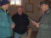 Noël, Roger et Emilio discutent  sur la façon de procéder